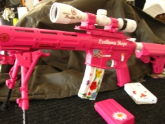 Tactical Ar-15 in pink and white_10